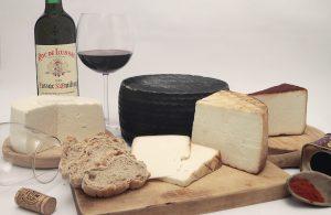 Víte, jak správně párovat vína a sýry?